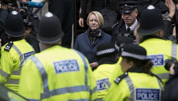 Шведский прокурор Ингрид Исгрен покидает посольстве Эквадора в Лондоне после допроса Джулиана Ассанжа