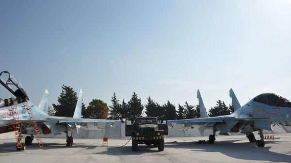 Истребители ВКС РФ СУ-30СМ готовятся к вылету с авиабазы Хмеймим в сирийской провинции Латакия. Архивное фото