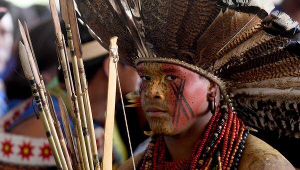 Мужчина на протесте коренных народов Бразилии, 22 ноября 2016