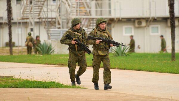 Военнослужащие российской военной базы в Абхазии во время тренировки по противодействию терроризму