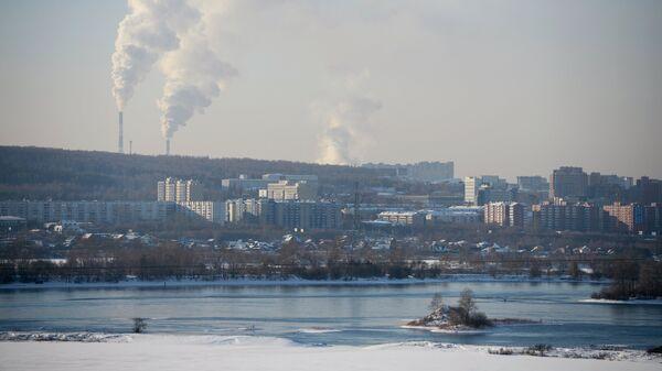 Вид на жилую застройку на левом берегу реки Ангара в городе Иркутск