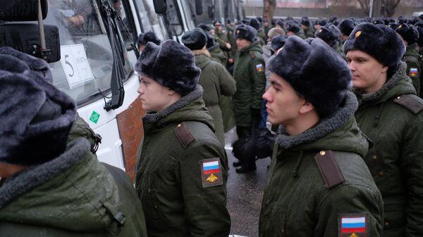 Призывники в сборном пункте военного комиссариата. Архивное фото