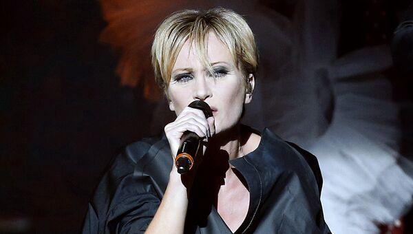 Французская певица Патрисия Каас во время концерта Каас поет Пиаф в Монако