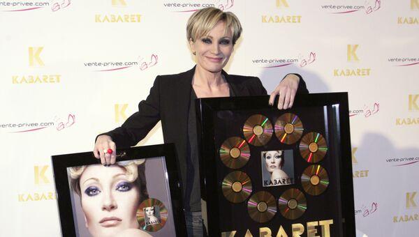 Французская певица Патрисия Каас с наградой за альбом Кабаре в Париже, Франция