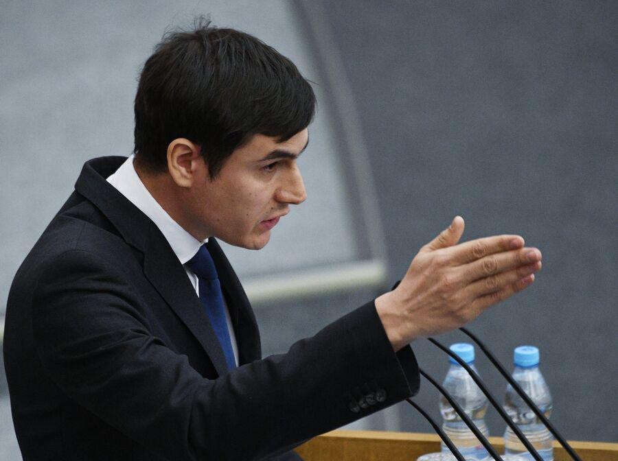 Депутат Государственной думы России Сергей Шаргунов выступает на пленарном заседании