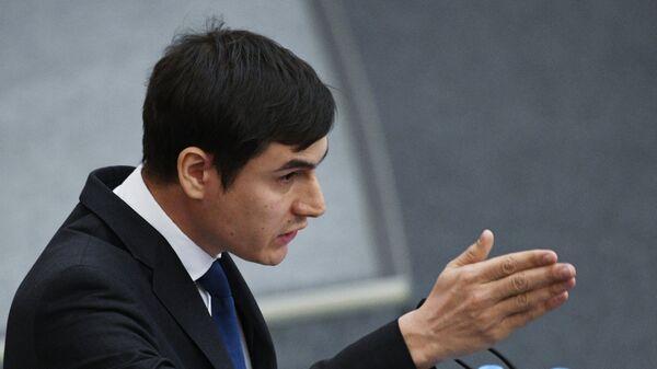 Депутат Государственной Думы РФ Сергей Шаргунов выступает на пленарном заседании Госдумы РФ