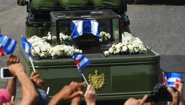 Автомобиль с прахом команданте Фиделя Кастро прибыл в Сантьяго-де-Куба