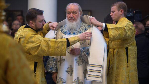Патриарх Московский и всея Руси Кирилл перед началом службы в Троицком кафедральном соборе при Русском духовно-культурном центре в рамках своего визита в Париж