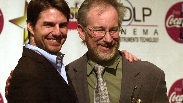 Актер Том Круз и режиссер Стивен Спилберг на премии ShoWest Gala, 7 марта 2002