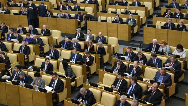 Депутаты на пленарном заседании Государственной Думы РФ. 7 декабря 2016