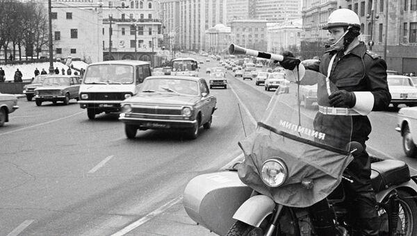Работник ГАИ на улице в Москве