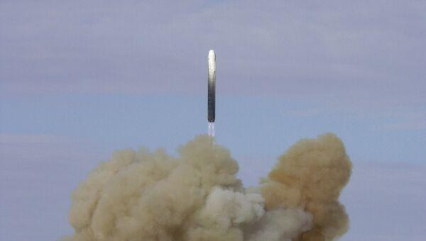 Запуск баллистической ракеты РС-18 с космодрома Байконур