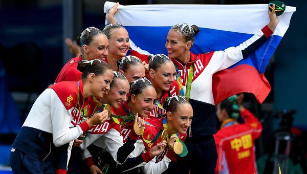 Спортсменки сборной России, завоевавшие золотые медали в произвольной программе групповых соревнований по синхронному плаванию на XXXI летних Олимпийских играх в Рио-де-Жанейро. Архивное фото