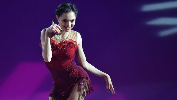 Евгения Медведева участвует в показательных выступлениях финала Гран-при по фигурном катанию в Марселе