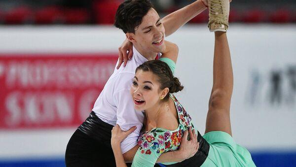 Анастасия Шпилевая и Григорий Смирнов выступают в произвольной программе танцев на льду среди юниоров в финале Гран-при по фигурному катанию в Марсел
