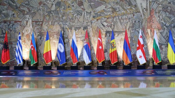 Флаги стран-участниц Организации черноморского экономического сотрудничества в Белграде