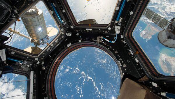 Космический грузовой корабль Cygnus прикрепленный к модулю МКС. Архивное фото