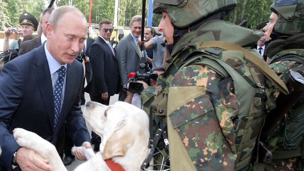 Премьер-министр РФ Владимир Путин во время посещения Отдельной дивизии оперативного назначения внутренних войск МВД России в подмосковной Балашихе
