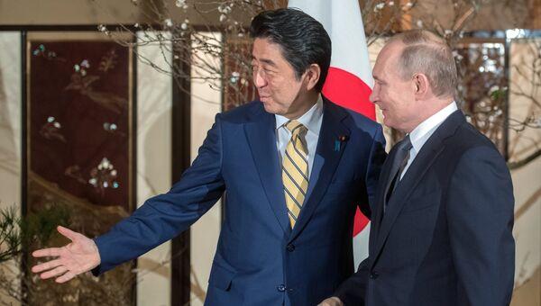 Президент РФ Владимир Путин во время встречи с премьер-министром Японии Синдзо Абэ в Нагато, Япония. 15 декабря 2016