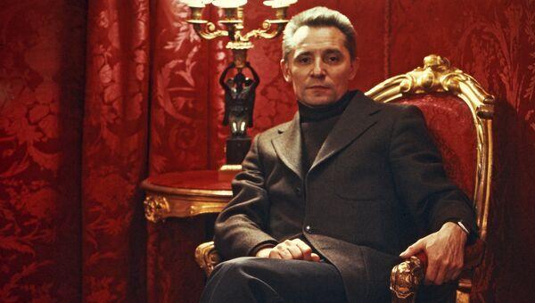 Юрий Николаевич Григорович, народный артист СССР, лауреат Ленинской премии, артист балета и балетмейстер
