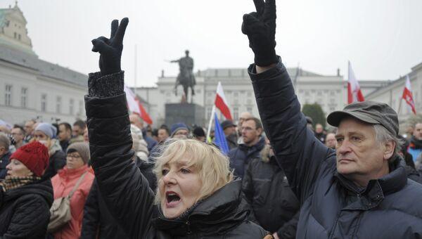 Протестующие у президентского дворца в Варшаве
