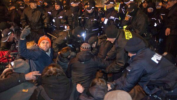 Акция протеста оппозиции у здания польского сейма в Варшаве