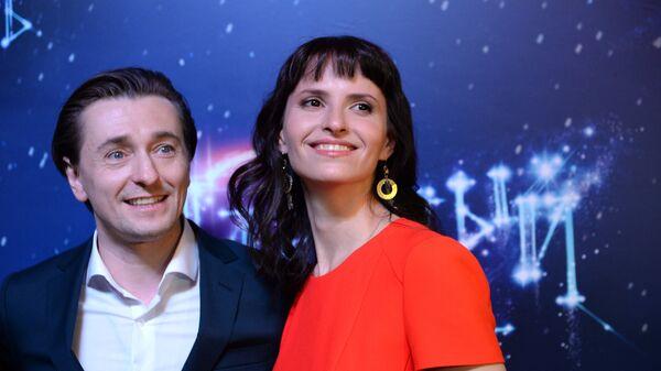 Актер Сергей Безруков и режиссер Анна Матисон на предпремьерном показе фильма Млечный путь в Москве