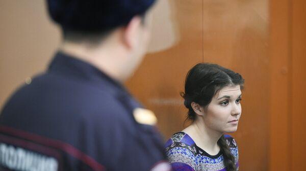 Бывшая студентка МГУ Александра Иванова (Варвара Караулова) в суде