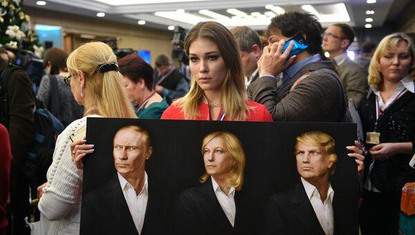 Журналисты перед началом двенадцатой большой ежегодной пресс-конференции президента РФ Владимира Путина в Центре международной торговли на Красной Пресне