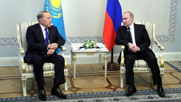 Президент РФ Владимир Путин и президент Казахстана Нурсултан Назарбаев. Архивное фото
