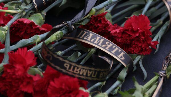 Цветы в память о погибших в авиакатастрофе Ту-154. Архивное фото