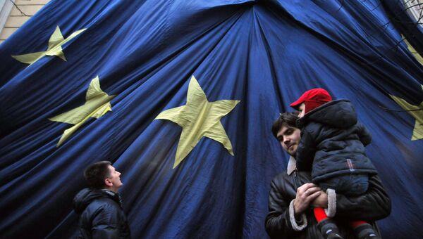 Флаг Евросоюза в центре Львова. Архивное фото