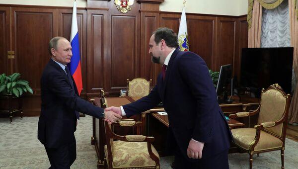 Президент РФ Владимир Путин и министр природных ресурсов и экологии Сергей Донской во время встречи в Кремле. 28 декабря 2016