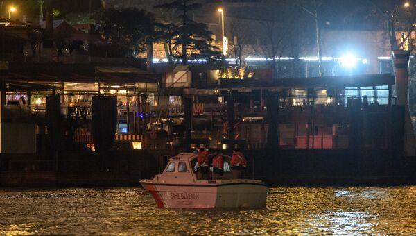 Турецкая береговая охрана возле ночного клуба Reina, где был теракт. 1 января 2017 года