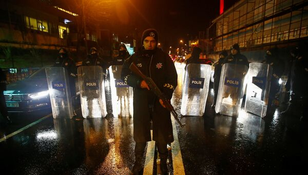Полиция возле места теракта в Стамбуле. 1 января 2017