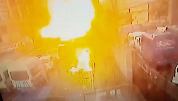 Момент взрыва у здания суда в турецком Измире. Кадры с камеры наблюдения