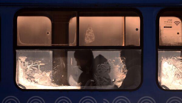 Городской автобус на одной из улиц Москвы