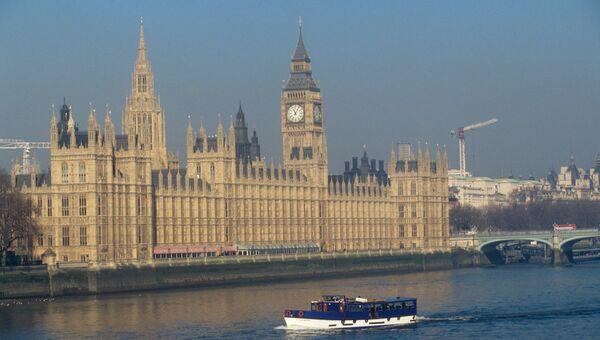 Вестминстерский дворец на берегу Темзы в Лондоне. Архивное фото