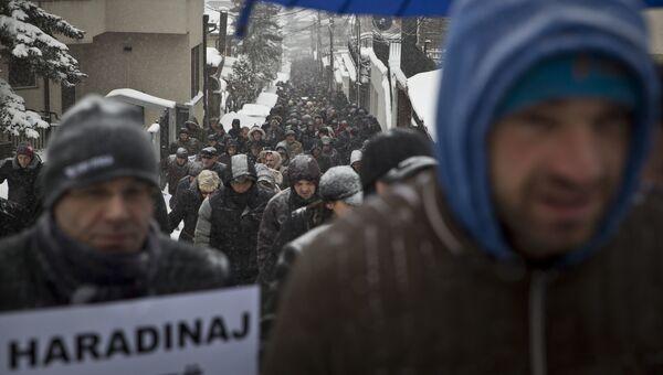 Косовские албанцы во время протеста против задержания экс-премьера Косово Рамуша Харадиная в Приштине, Косово. 6 января 2017