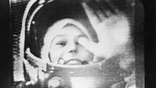 Летчик-космонавт Валентина Терешкова в кабине корабля Восток-6