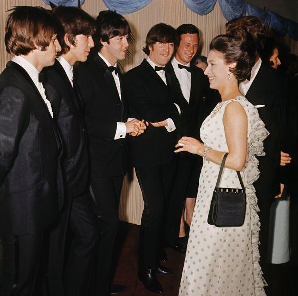 Участники группы The Beatles с принцессой Маргарет