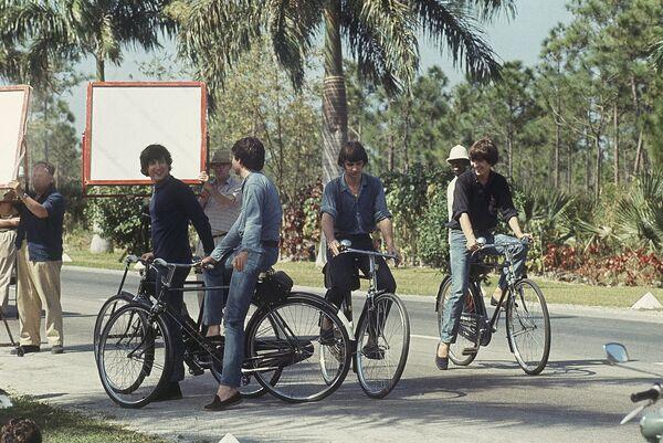 Участники группы The Beatles на съемках фильма На помощь!(1965)