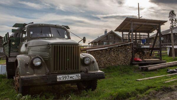 Автомобиль ГАЗ-63 в деревне Кинерма в Карелии
