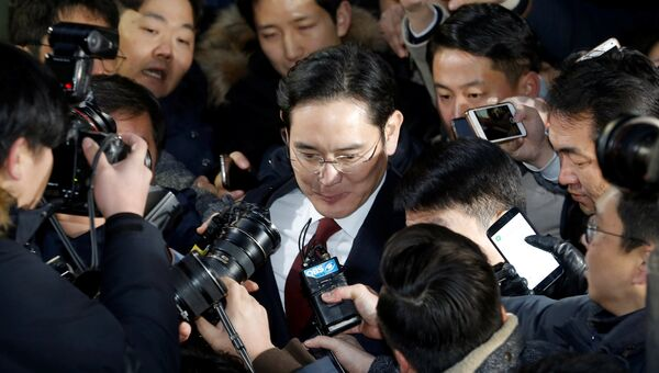 Вице-президент Samsung Electronics Ли Чже Ён с журналистами, 13 января 2017