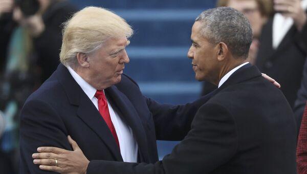 Избранный президент США Дональд Трамп приветствует президента Барака Обаму на инаугурации. 20 января 2017