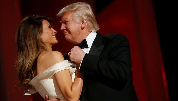 Президент США Дональд Трамп и первая леди Меланья Трамп на балу Liberty в честь своей инаугурации в Вашинготоне