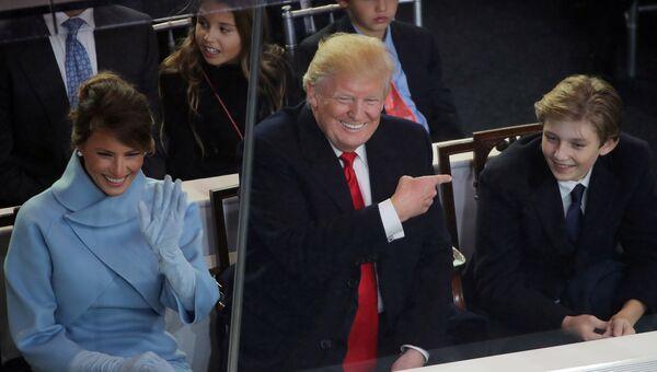 Президент США Дональд Трамп с женой Меланьей и сыном Барроном