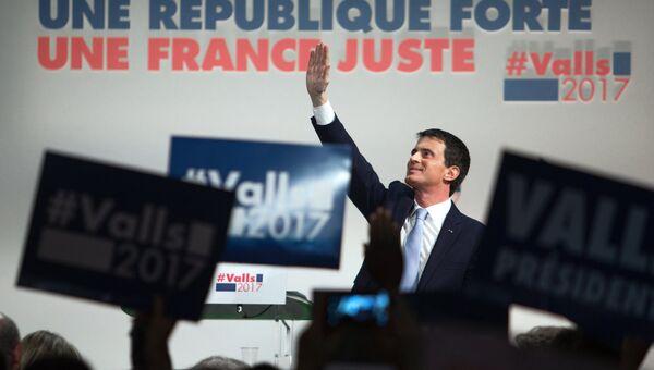 Кандидат в президенты от Социалистической партии Франции Мануэль Вальс во время своей предвыборной встречи с избирателями в Париже. 20 января 2017