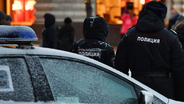Сотрудники полиции на улице Москвы. Архивное фото