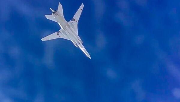 Сверхзвуковой стратегический бомбардировщик-ракетоносец ВКС РФ Ту-22М3 во время нанесения авиационного удара по объектам террористов в Сирии. Архивное фото